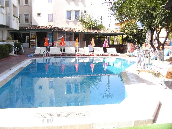 Isilay Apartments: The pool