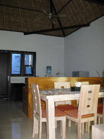 Abimanyu Villas: dinning aea/kitchen
