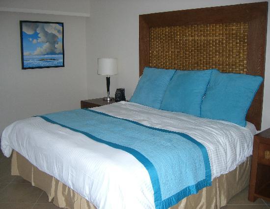 Divi Little Bay Beach Resort: Beachfront Deluxe Hotel Room - on the beach