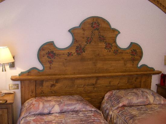 Croce Bianca Leisure & Spa Hotel: 清潔感にあふれたベッドルーム