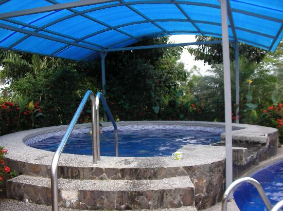 Hotel Villas Vilma: Hot tub to relax at night.