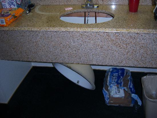 Desert Mirage Inn and Suites : the sink that fell out when it was full of water