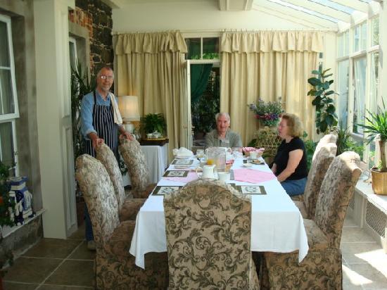 Whitepark House: Breakfast served by Bob