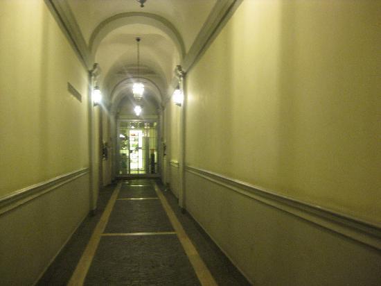 SuitesRome : outer hallway
