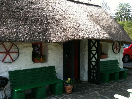 Oughterard, Ireland: 1 bed 1 bath cottage
