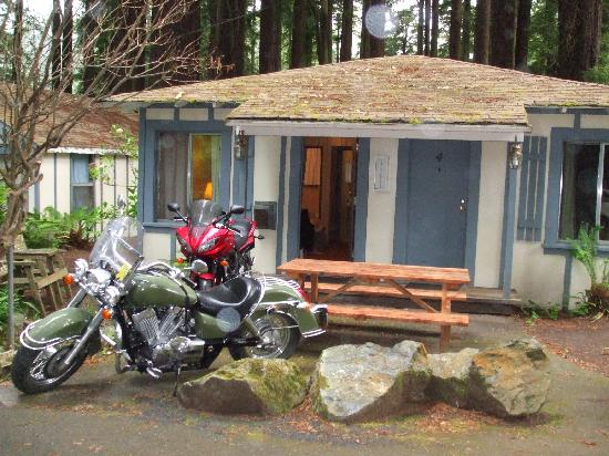 Ocean Grove Lodge: Our cabin, our bikes