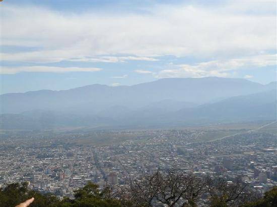 Hotel Refugio Del Inca: Blick auf Salta vom Sessellift aus