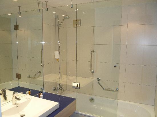 Park Inn by Radisson Krakow: Salle de bains standard