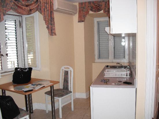 Korcula Royal Apartments Kitchen Dinning
