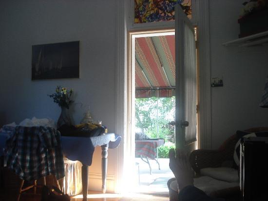 Summer House Inn: Entrance at the garden