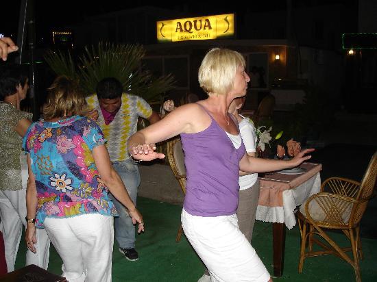 Caper Restaurant: dancing
