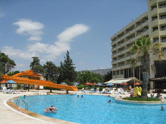 Holiday Resort Hotel: pool and slide