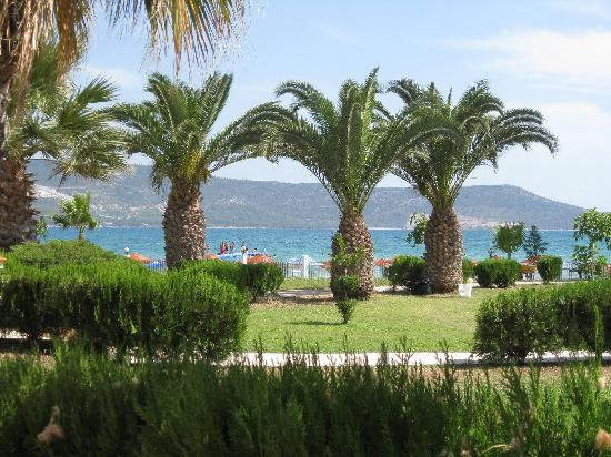 Holiday Resort Hotel: Gardens