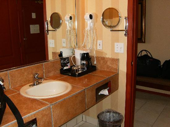 Prestige Inn Golden: Bathroom 2