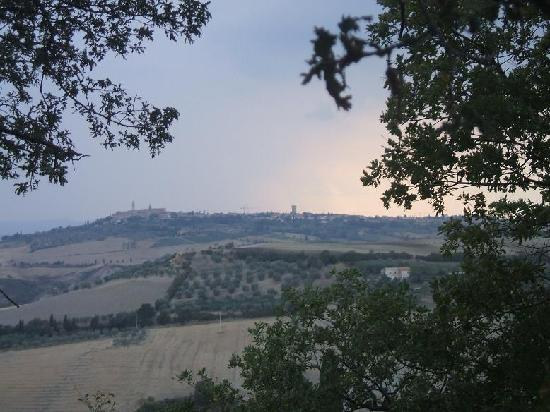 Podere Il Casale: The view of Pienza on a stormy evening.