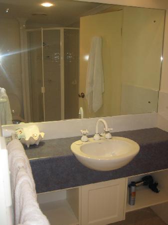 Freestyle Resort Port Douglas: Bathroom