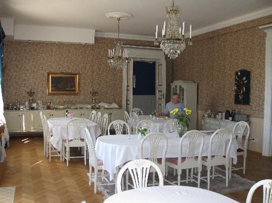 Torneby Herrgard: The lovely breakfast room