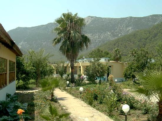 Kumluca, Turki: Emir hotel rooms and garden