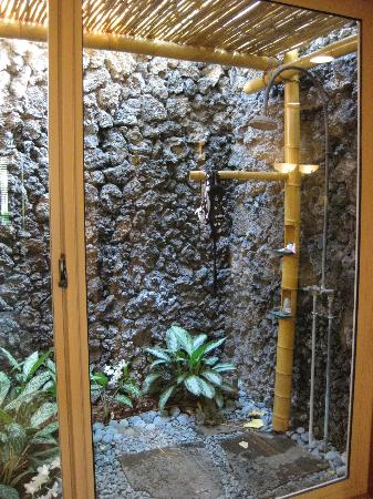 Four Seasons Resort Hualalai: private outdoor shower