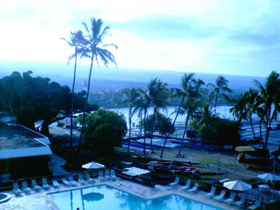 Courtyard by Marriott King Kamehameha's Kona Beach Hotel: 部屋から見たコナ港