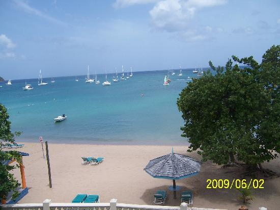 Bay Gardens Beach Resort: View from our balcony.