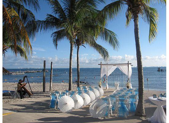 Isla Mujeres Palace: The wedding ceremony set up