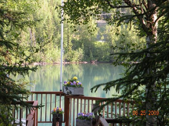 Upper Kenai River Inn : A view of the river from the dock.