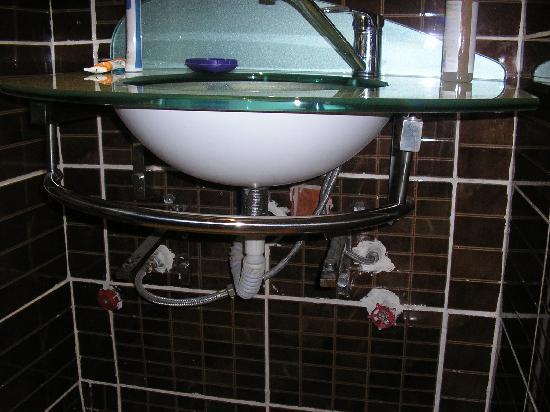 Bole Rock Hotel: sink fittings