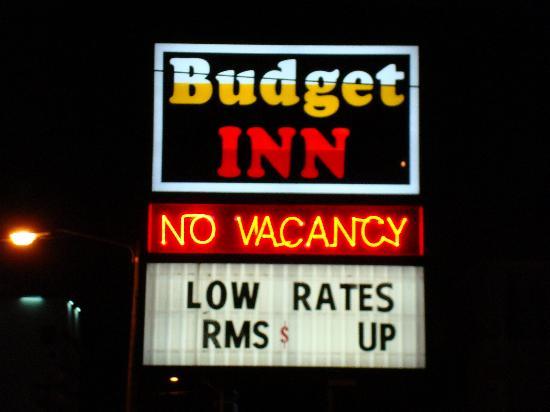 Budget Inn: Sign