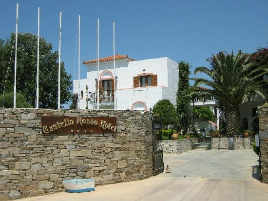 Castello Rosso Hotel: Zufahrt / Eingangsbereich