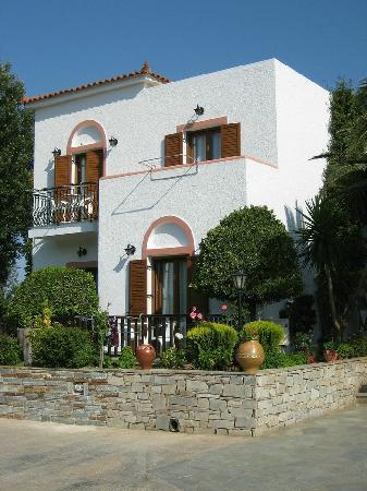 Castello Rosso Hotel: Außenansicht - Zimmer mit Balkon/Terrasse