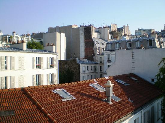 Hotel Regyn's Montmartre: View from our window