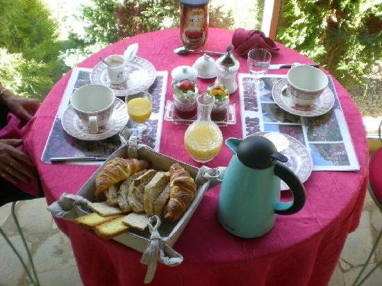 Saint-Cyprien, Prancis: petit déjeuner