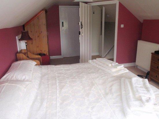 Glastonbury Properties - Hillside : Bedroom with en-suite