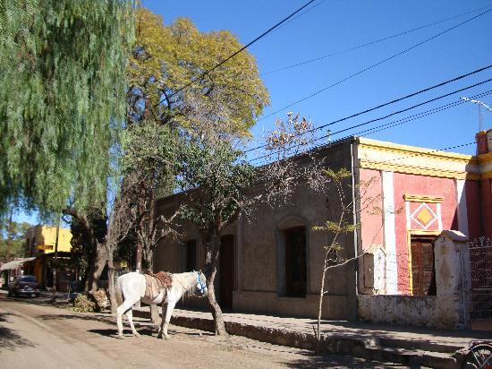 San Marcos Sierras, Argentina: Frente a la Plaza