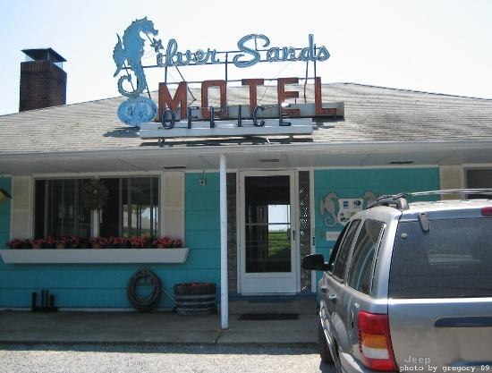 Silver Sands Motel & Beach Cottages: Silver Sands main office, charming and friendly!
