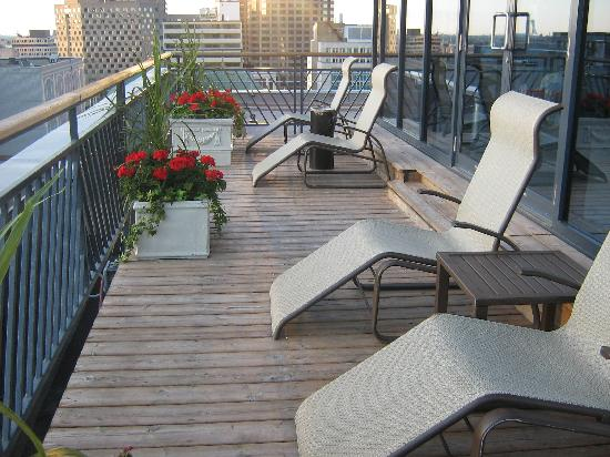 Le Square Phillips Hotel & Suites: Rooftop Patio