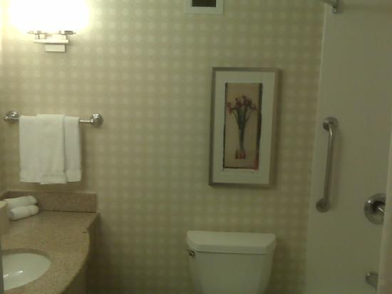 Hilton Garden Inn Norwalk: Updated Bathroom