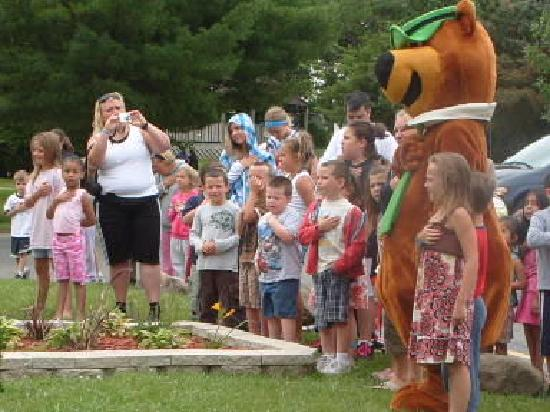 Yogi Bear's Jellystone Park Camp-Resort: Pledge of Allegience with Yogi Bear