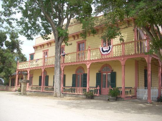 San Juan Bautista, CA: Plaza Hall
