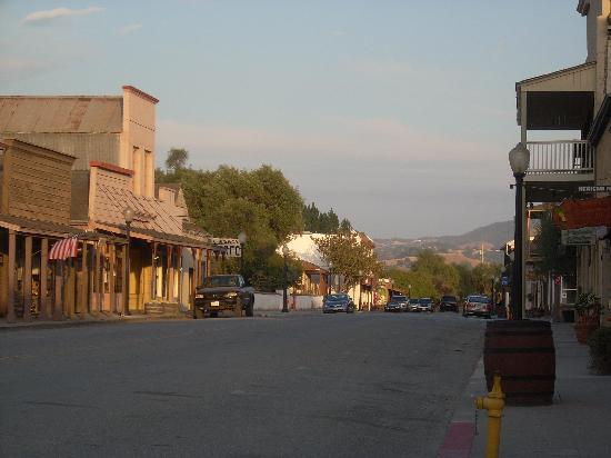 San Juan Bautista, CA: Time to pull in the sidewalks