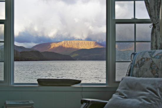 Periwinkles Cottage: Living Room View
