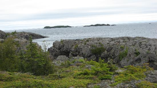 Parque Nacional Isle Royale, MI: This scenery is common on the entire island.