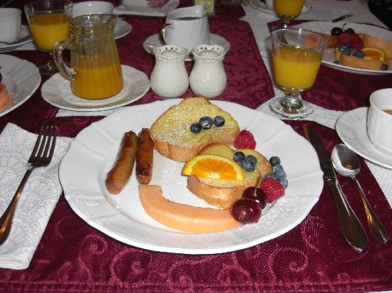Harbour's Edge Bed & Breakfast: French toast, great presentation