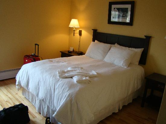 Grenfell Heritage Hotel & Suites : the bed