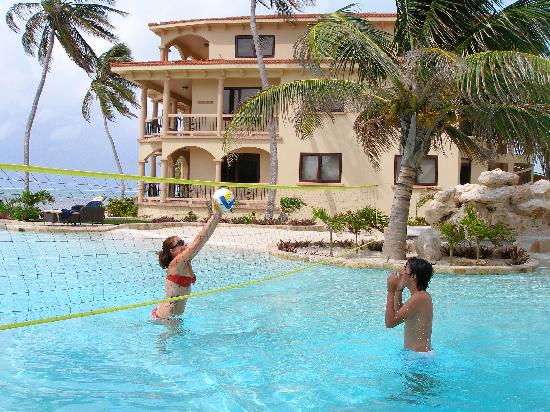 Coco Beach Resort: Pool Volleyball