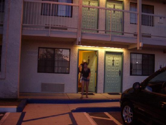 Motel 6 Redding South : lower room redding south motel 6