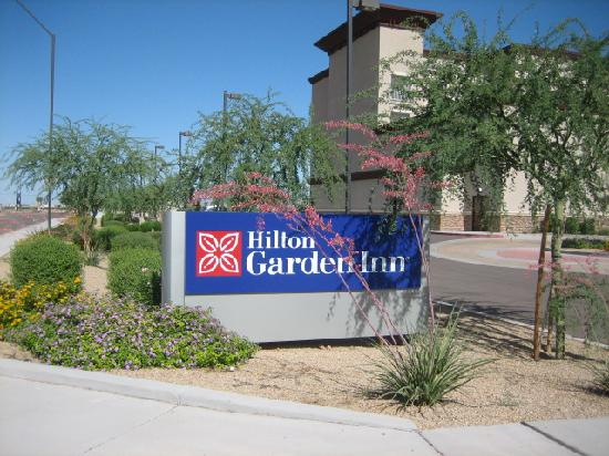 Hilton Garden Inn Phoenix/Avondale: HIlton Driveway Entrance Sign~June 2009