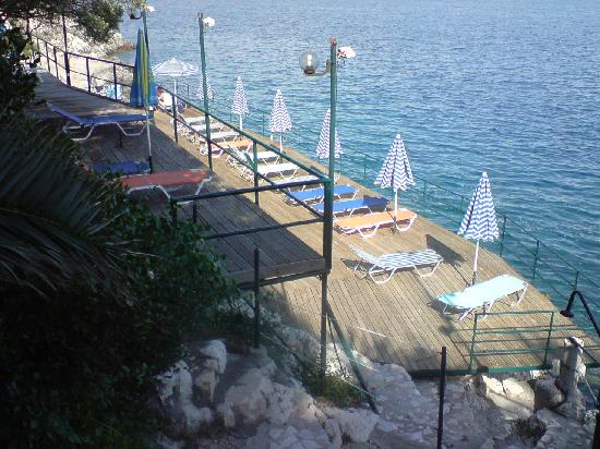 Nautilus Hotel: Plattform am Wasser