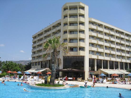 Holiday Resort Hotel: Rooms & Restaurant